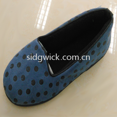 Comfortable flat shoes with black dots
