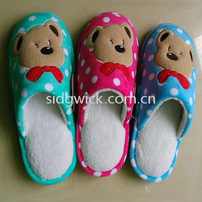 Cute slippers with bear prints for children